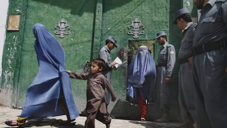President Ghani pardons mothers who ended up in jails