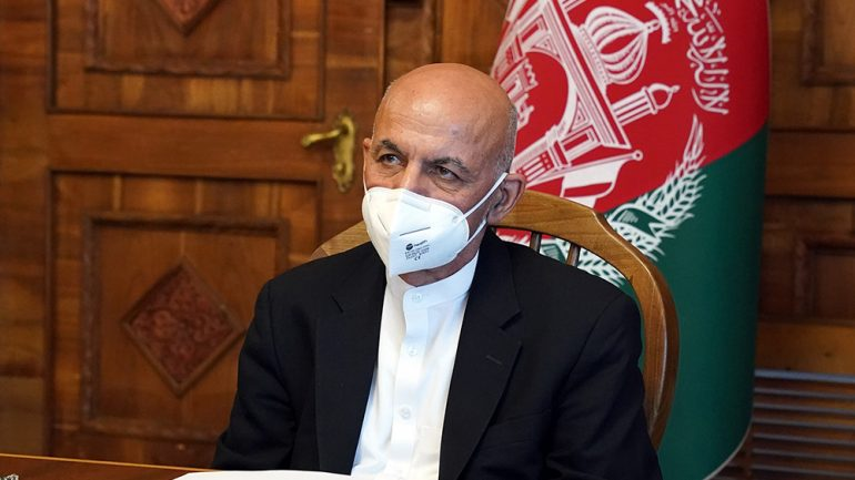 """Pres. Ghani criticizes Int'l community for giving """"political prestige"""" to the Taliban"""